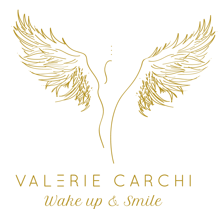 LOGO OR GOLD VALERIE CARCHI WAKE UP AND SMILE